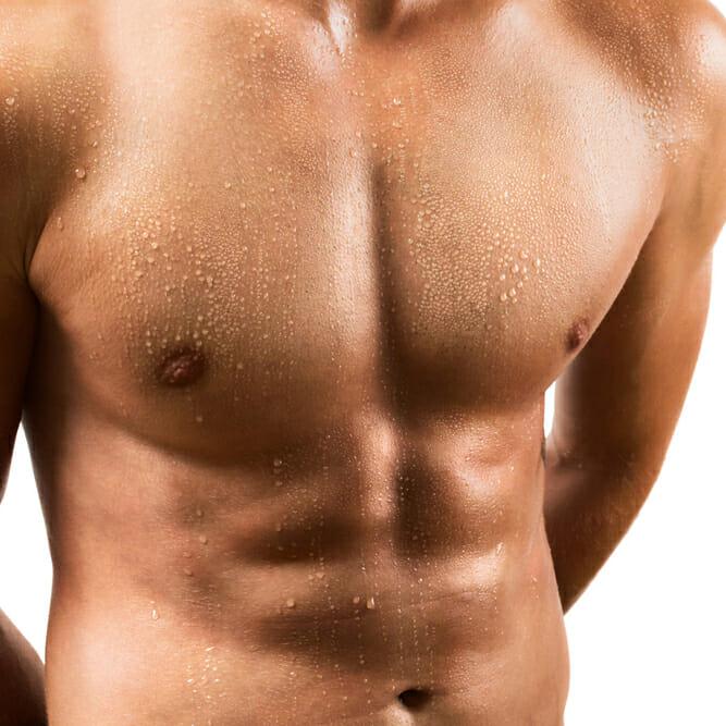 Männliche Brust nach der Gynäkomastie-OP